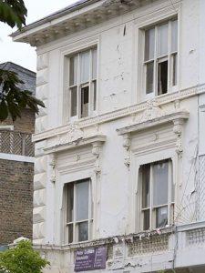 Левая часть фасада лондонского дома четы Слуцкер