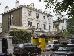 Слуцкеры приобрели дом весной 2001 года, однако крупномасштабный ремонт начали совсем недавно