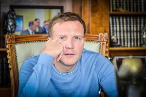 В конце мая 2014 года подконтрольное миллиардеру Дмитрию Шумкову ЗАО «Нефтегазпрод» выкупило у властей Москвы 64% акций спорткомплекса, заплатив за них 4,67 млрд рублей