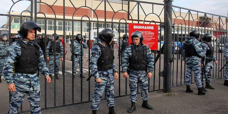 Позже появились сообщения со ссылкой на источники среди правоохранителей, что в ходе масштабных обысков на «Садоводе» и в «Москве» обнаружили несколько майнинговых ферм и крупные суммы наличными.